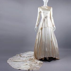 XS/S Vintage 40s Ivory Satin Wedding Dress Train
